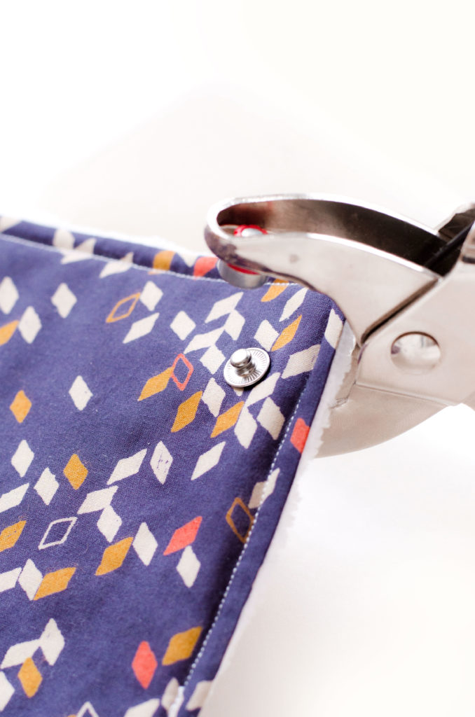 Comment poser des boutons-pressions avec la pince Vario de Prym ?