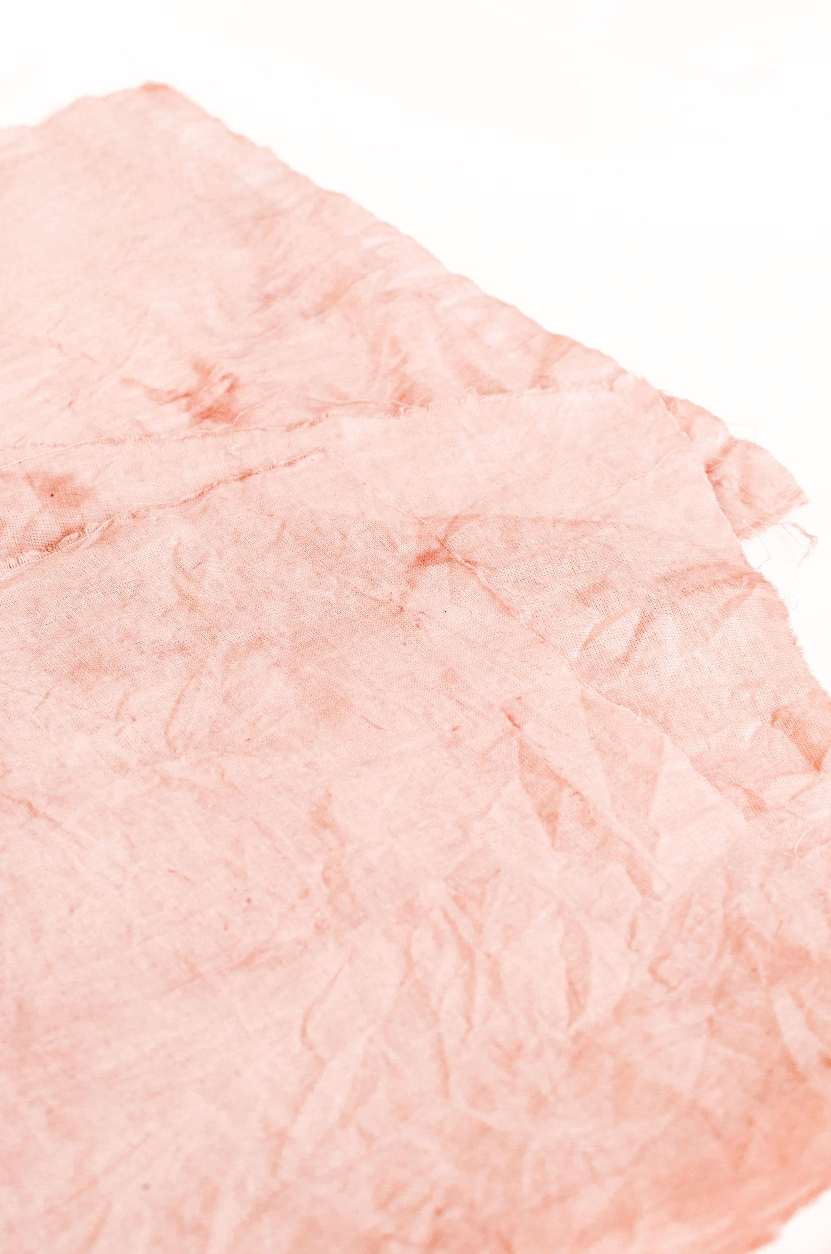 Teinture végétale : Comment teindre ses tissus naturellement ?